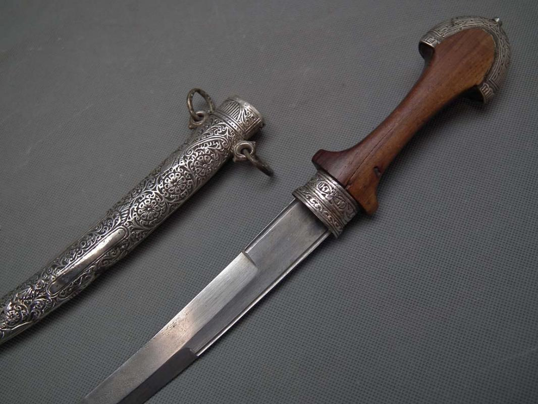 Antique Moroccan Islamic Dagger Koummya Jambiya with Silver Mounts