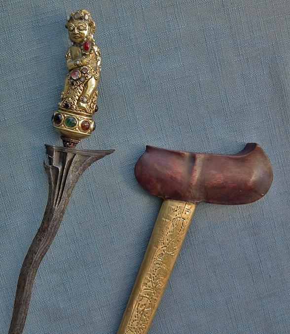 Antique Indonesian Dagger Sword Keris Kris Gold Gilded Bayu Hilt