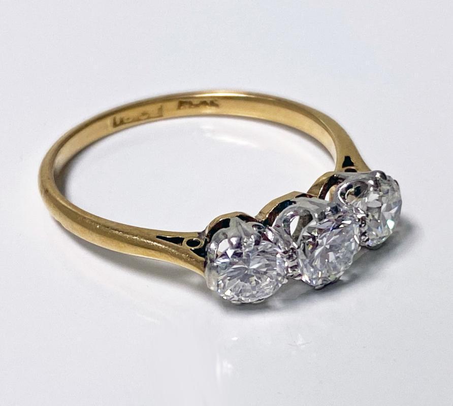 Antique 18K Platinum Diamond Ring, C.1920.