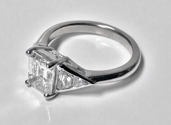 1950's Ladies Diamond Platinum Ring, 20th century