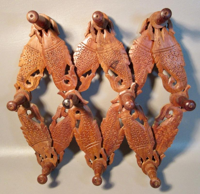 Vintage Mango Wood Wall Coat Rack Expandable w/12 Carved Fish With 10 Pegs