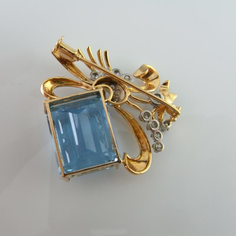 ART DECO SANTA MARIA AQUAMARINE DIAMOND 18K GOLD BROOCH Antique Birthstone Anniversary Blue Wedding Bow Floral Luxury Emerald Cut Large Natural Aqua ANTIQUE JEWELRY