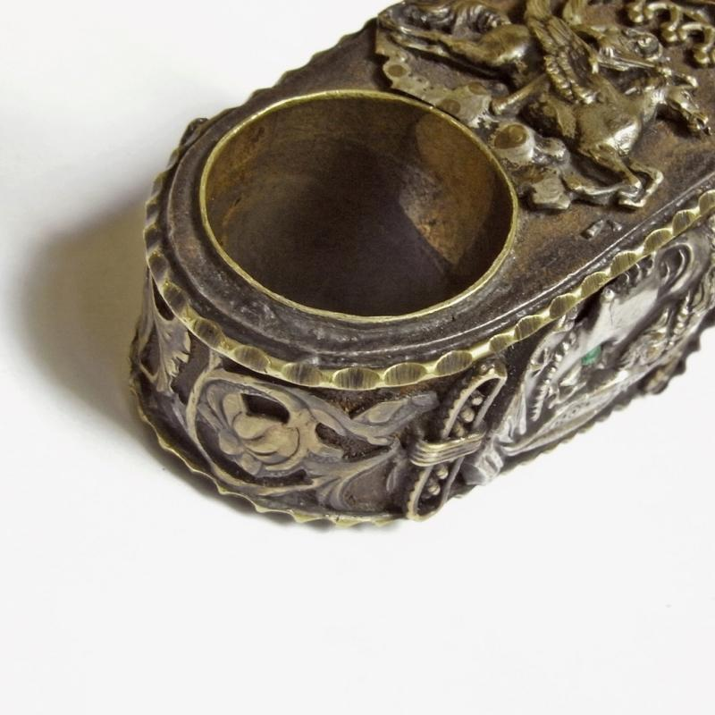 GEORGIAN PAPAL POISON HIDDEN COMPARTMENT LOCKET RING ITALIAN ITALY GOTHIC GLOVE HUGE RING 1820s 1830s Signet Seal Crest