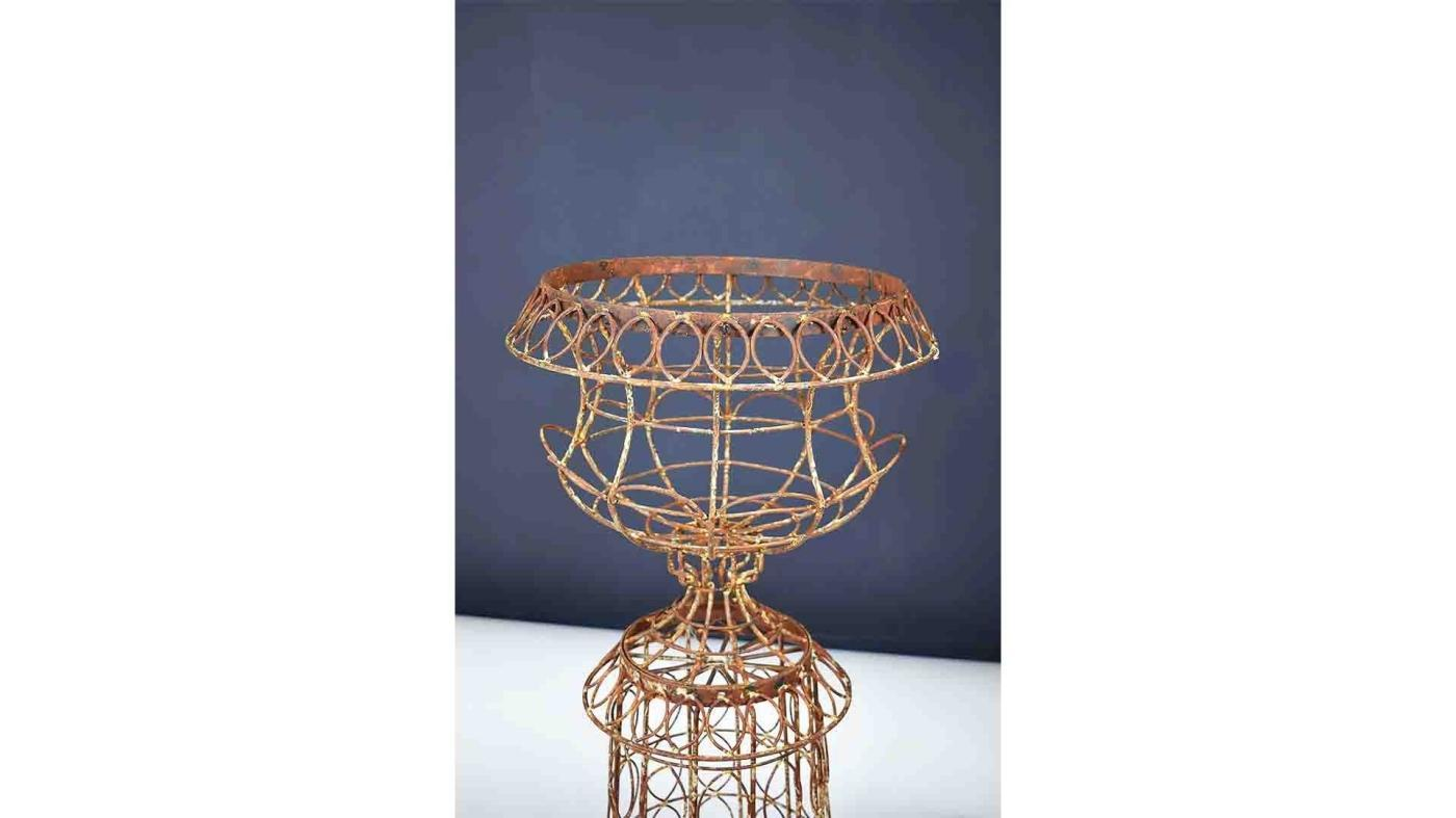Enjoyable Vintage Wire Urn Planter Rustic Wire Outdoor Decor Lamtechconsult Wood Chair Design Ideas Lamtechconsultcom