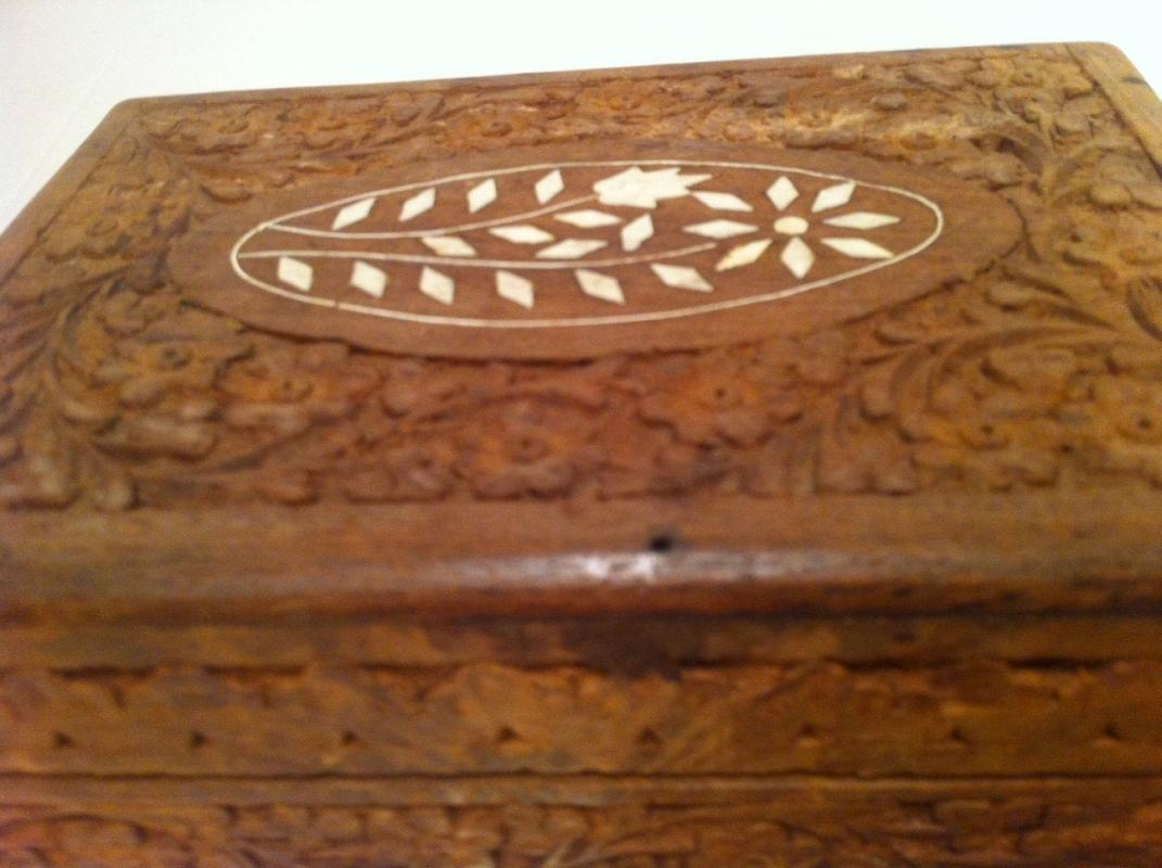 Vintage Wooden Storage Box, Stash Box, Hand Carved Design, White Inlays, 7 x 5 x 2 1/2, Quality Made Box, Hand Carved Flowers, Artistic Box