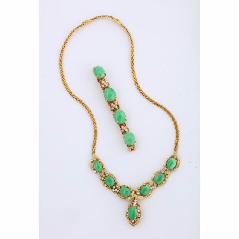 18 Karat Gold, Diamonds and Chinese Jade Necklace and Bracelet Set