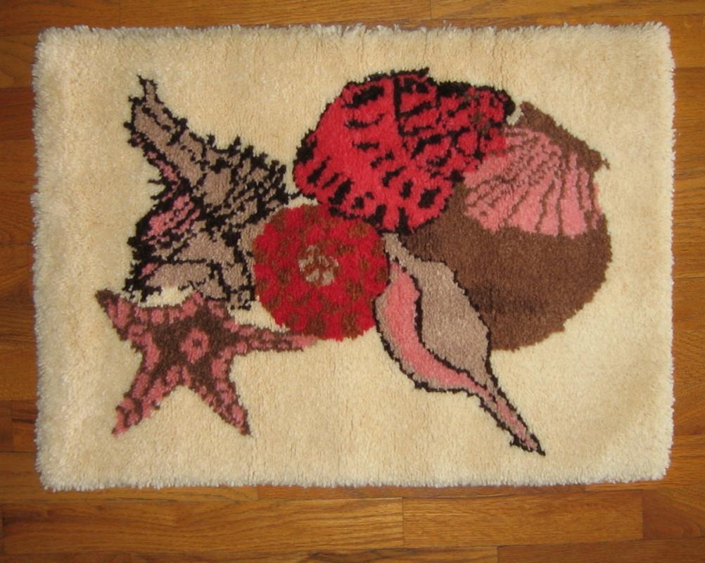 HOOK RUG - Vintage Sea Shell Designor Rug - textile