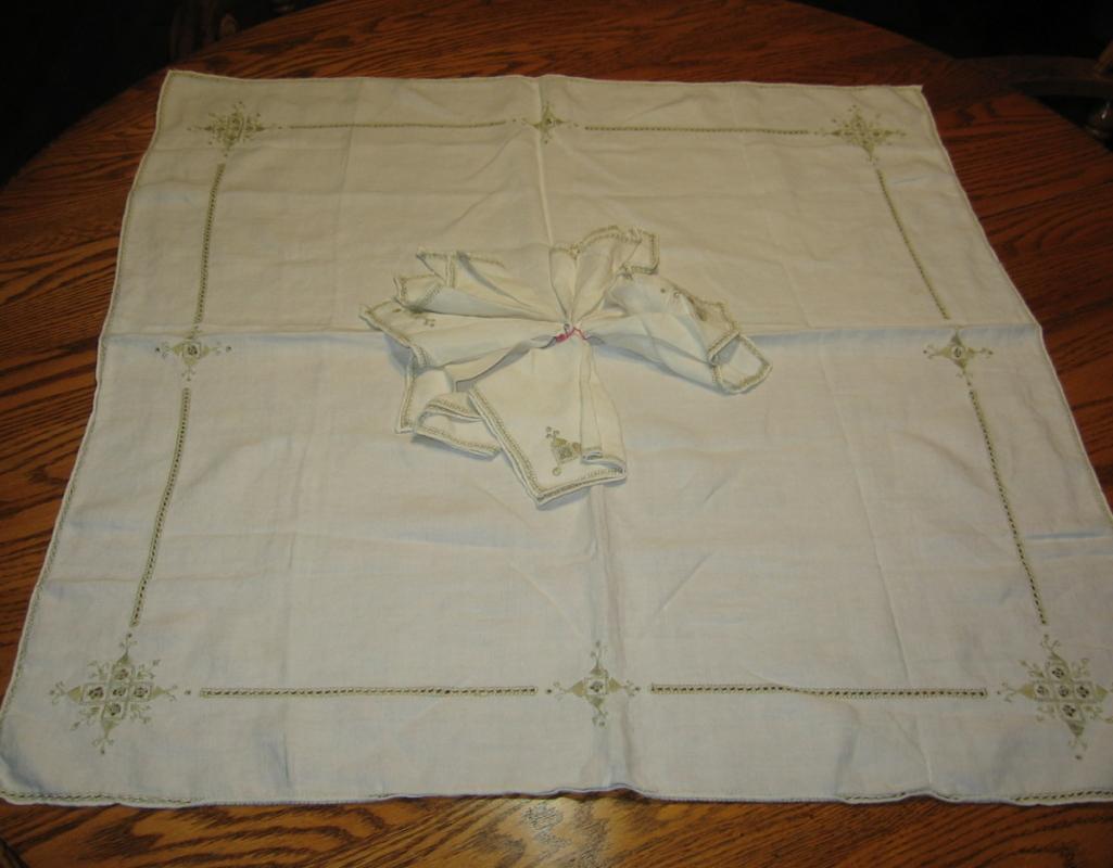 Openwork Linen TABLECLOTH with NAPKINS - Vintage Textile