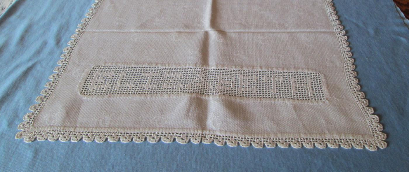Crochet ELIZABETH 1917 Table Runner  - Vintage Linen Textiles