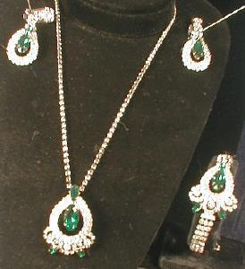 Jewelry  4-piece Parure - EMERALD Green Rhinestone Necklace, Earrings and Brooch - Vintage Costume Jewelry