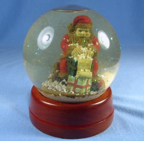 Santa  SNOW DOME - Vintage CHRISTMAS Holiday Decoration