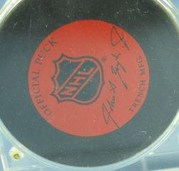 Detroit Red Wing Hockey TIM CHEVELDAE Souvenir Autographed PUCK Display - sporting
