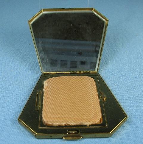 Powder COMPACT - MINT with SEA SHELL Motif unused Misc
