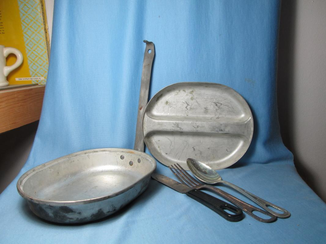 Military WWII MESS Kit with Knife * Fork * Spoon