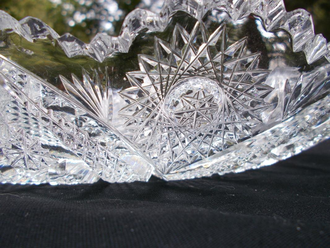 Beautiful American Brilliant Period Cut Glass Bowl with Vesicas.