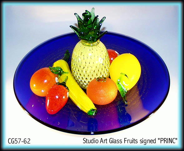 SIGNED STUDIO ART GLASS FRUIT / BANANA