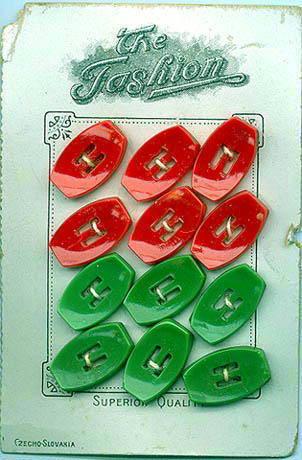 12 RED/GREEN CZECH BUTTONS ORIGINAL CARD 1920