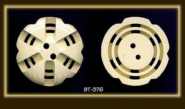 (4) CREAM BAKELITE DOUBLE CUT BUTTONS BT376