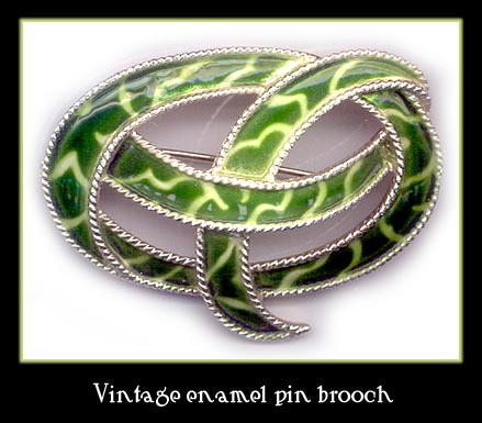 VINTAGE ENAMELED BROOCH CJ-10