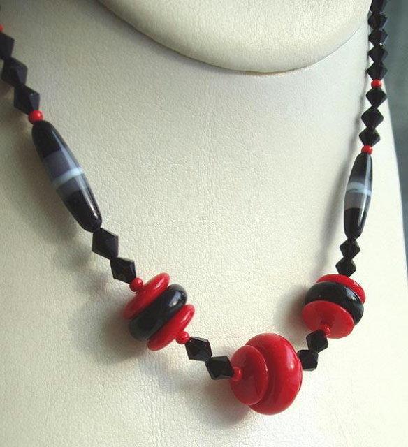 CZECH ART DECO RED & BLACK NECKLACE #31