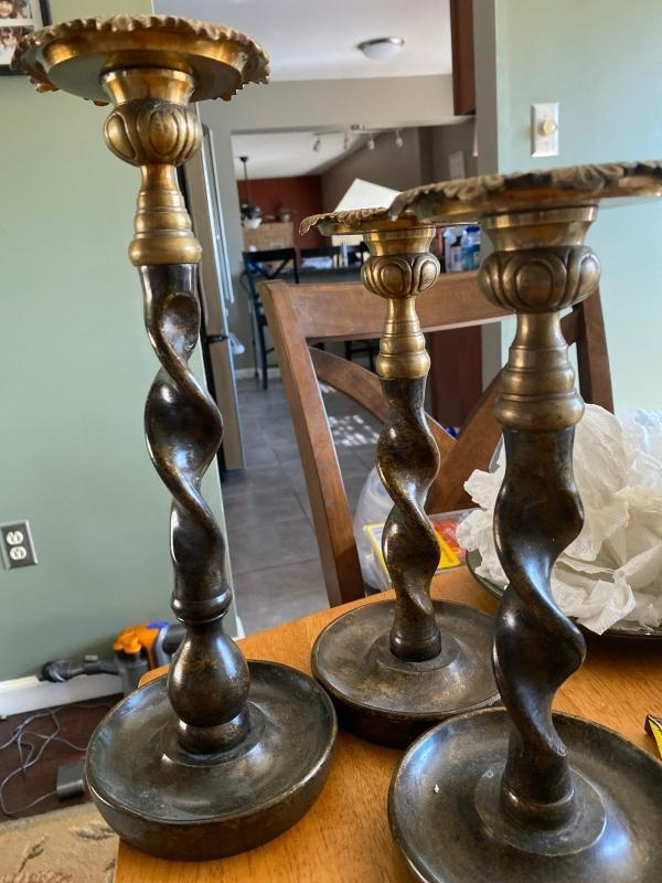 Set of 3 brass candlesticks. Twisted pattern. Beautiful condition.