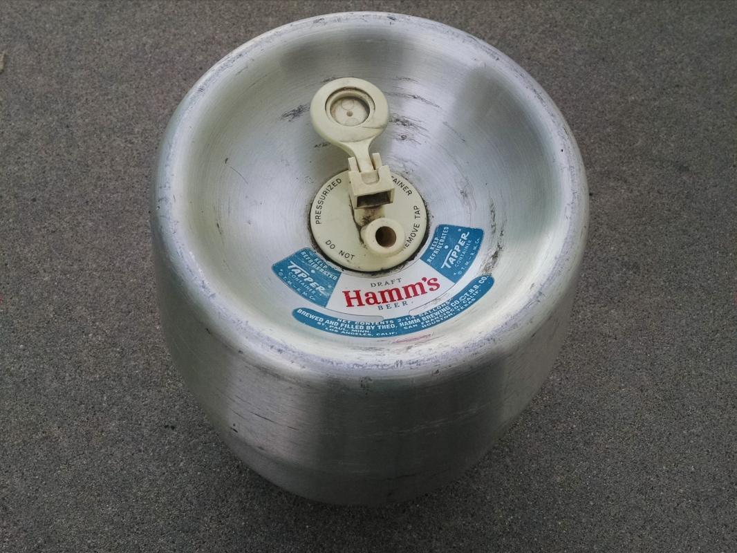 HAMMS DRAFT BEER BARREL REYNOLDS WRAP ALUMINUM TAPPER KEG RETRO BAR TOOL LOUNGE DECORATION
