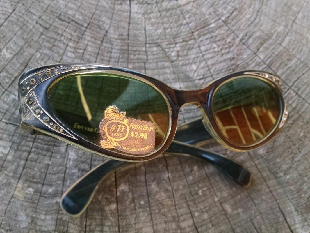 Foster Grant 1950's Sunglasses Rhinestone Inlay Gray Smoke Color Frames Original Sticker Advertising Lens Decal