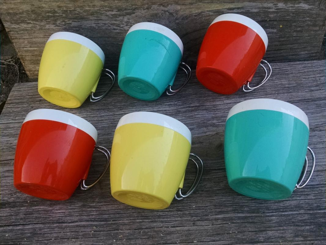 Colorful Plastic Picnic Cups Retro Steel Handled Party Mugs NFC USA Manufactured Kitchenware 1950's Barware