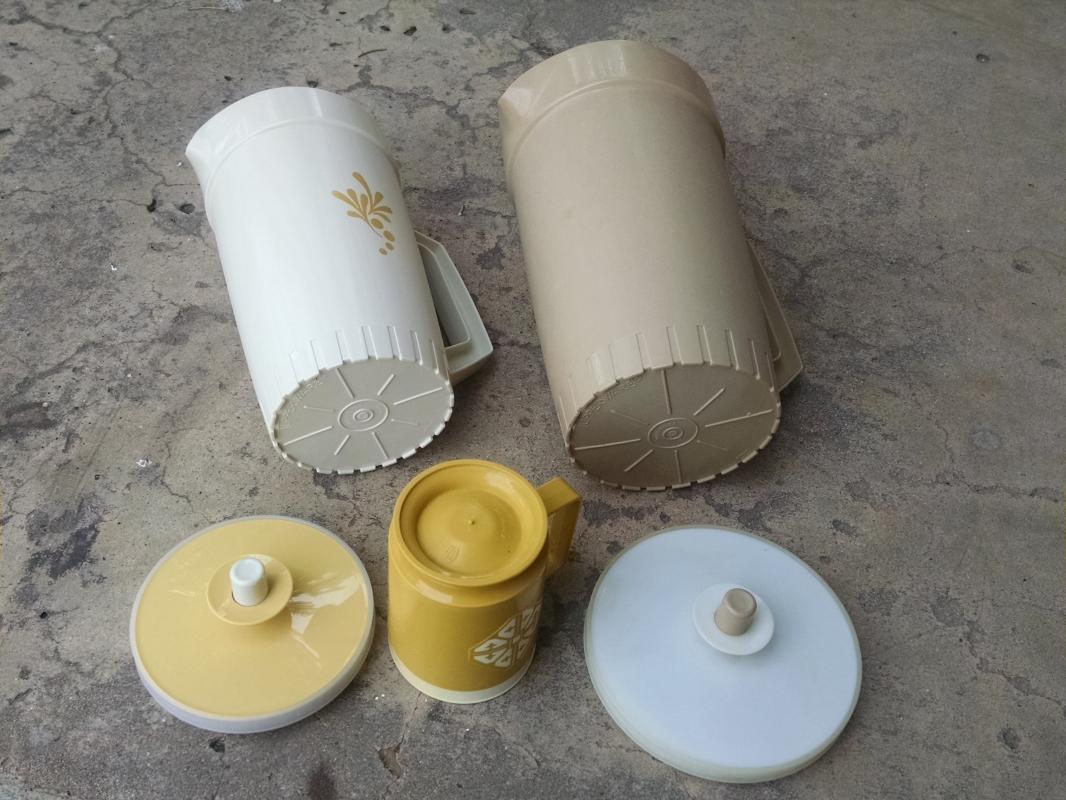 tupperware beverage pitcher drink server chalet chicago coffee cup usa manufactured kitchen tableware retro barware