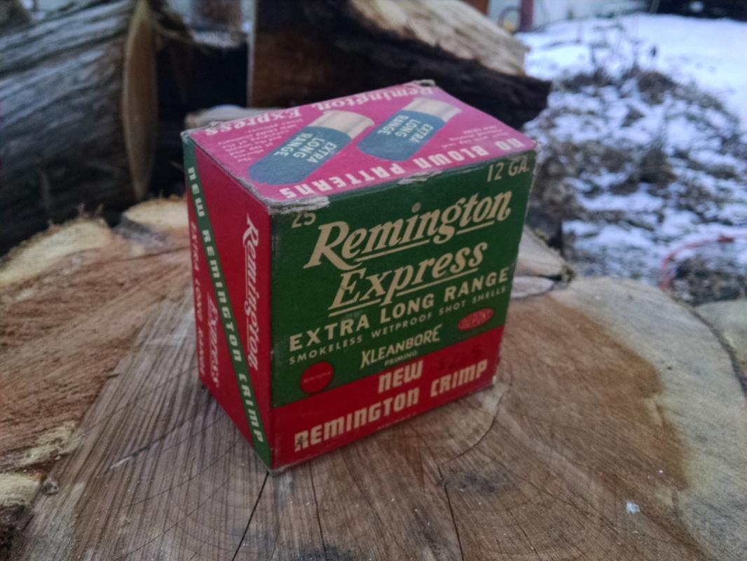 DuPont Remington Express Extra Long Range Shotgun Shell Box Hunting Outdoor Sport Collectible Cardboard Advertising 1950's Era