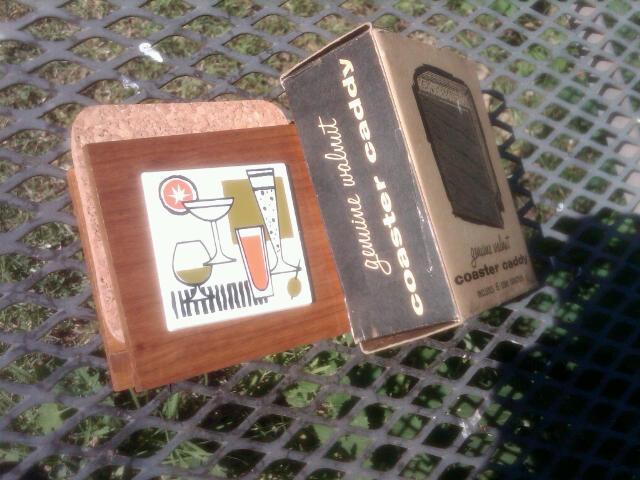 MANHATTAN RETRO PATTERN CORK COASTER BAR TABLE ACCESSORY WALNUT WOOD KITCHEN UTENSIL ORIGINAL CARDBOARD BOX