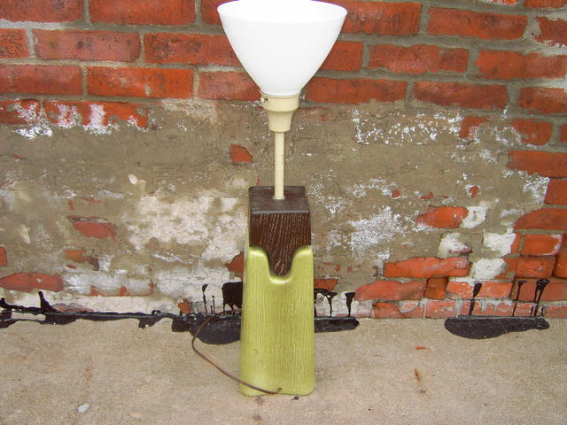 RETRO CHARTREUSE GREEN GLAZE POTTERY WOOD BLOCK TABLE LAMP ELECTRIC LIGHT