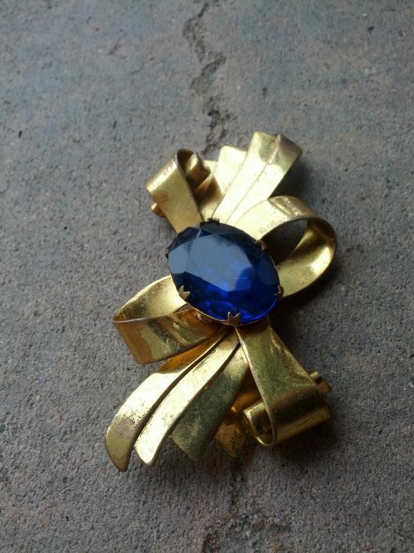 cobalt blue glass stone brooch lapel pin 1950's era costume jewelry