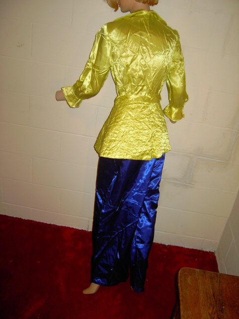OSGOOD MADEMOISELLE SATIN NIGHT DRESS NIGHTGOWN LOUNGING PAJAMA ELECTRIC YELLOW BLUE QUILTED RETRO BED GARMENT