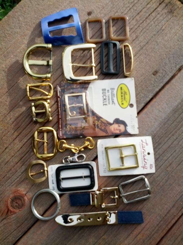 brass tone belt buckle lobster style clasp hook retro era clothing pack handbag purse accessory