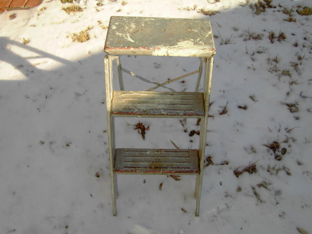 FOLDING STEP LADDER PAINTED METAL PLANT STAND