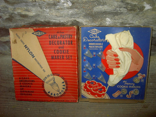 COOKIE MAKER CAKE COOKY DECORATOR UTENSIL WECOLITE ORIGINAL BOX NEW YORK