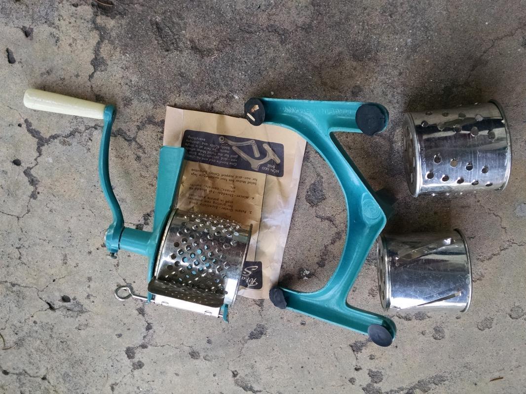 retro salad maker food slicer shredder kitchen tool turquoise blue utensil Germany German made household device