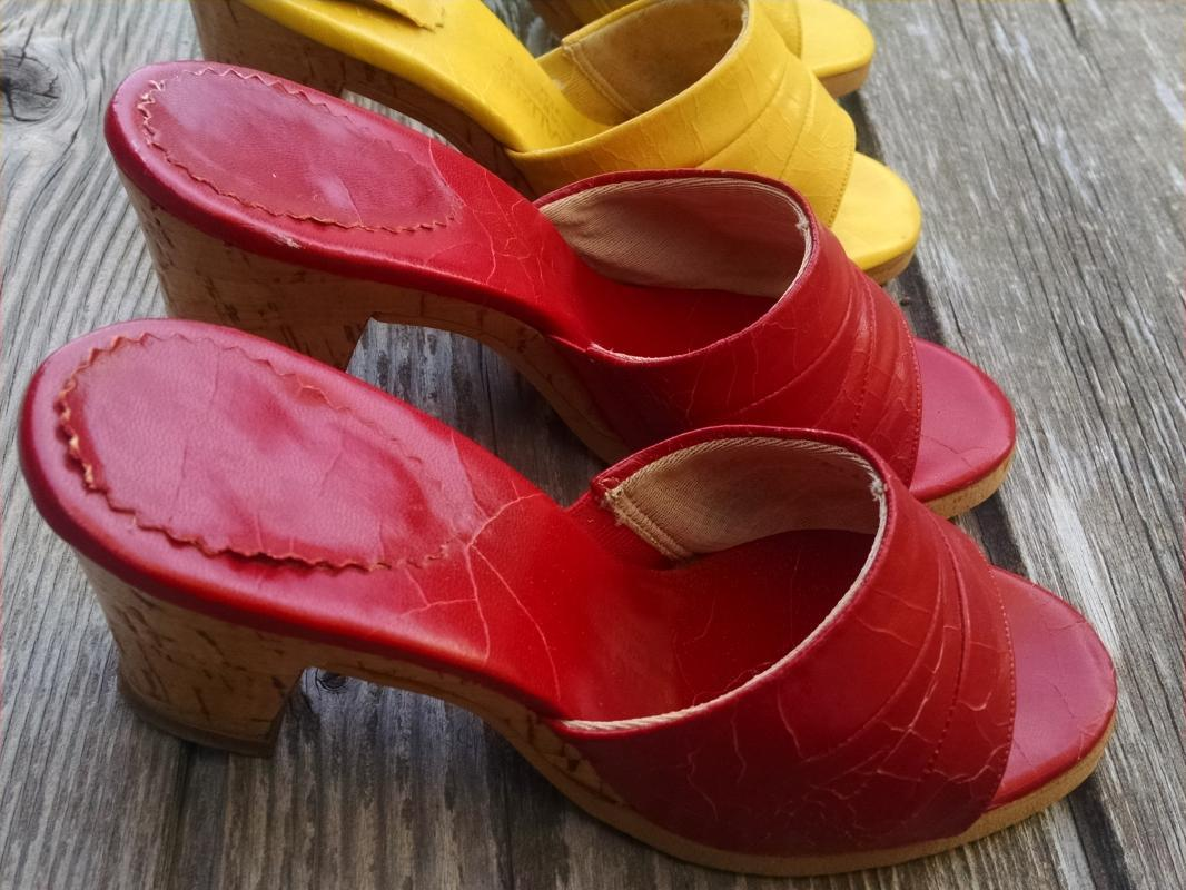 NATURALIZER RED YELLOW VINYL SANDAL CORK HEEL LADIES SPRING SUMMER RETRO SHOE