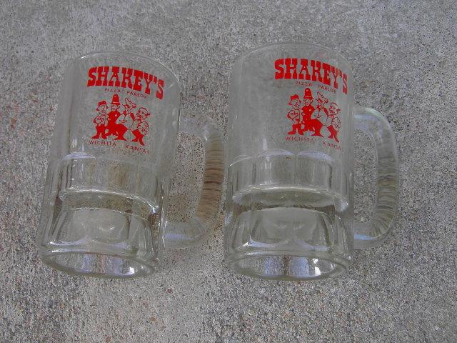 SHARKEYS PIZZA PARLOR WICHITA KANSAS ADVERTISING GLASS BEER MUG LOUNGE BAR TANKARD