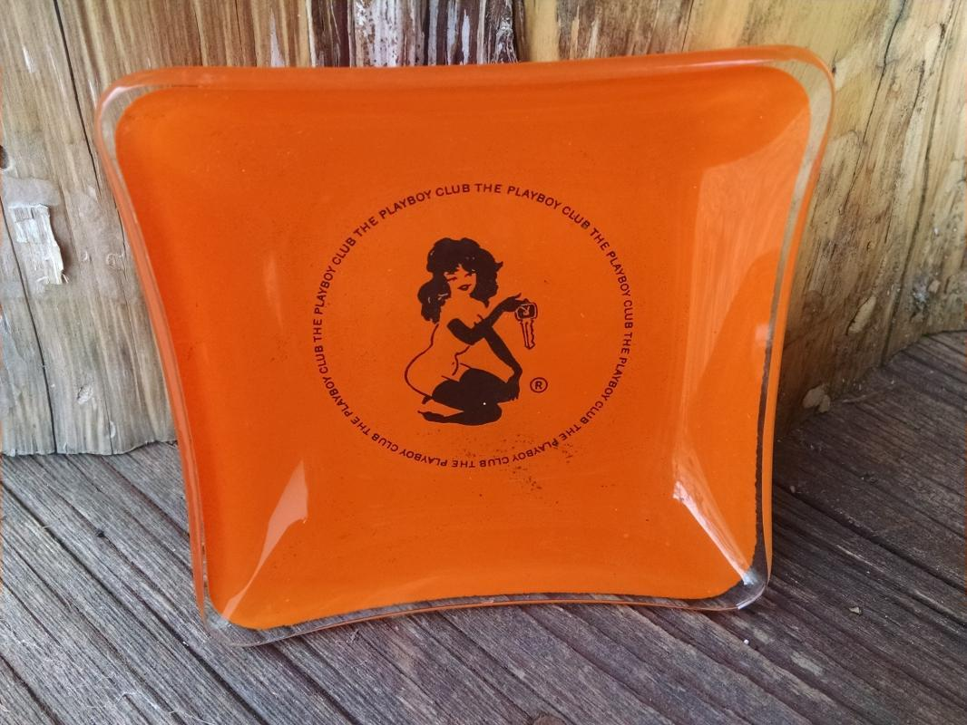 PLAYBOY CLUB SEXY PIN UP GIRL ORANGE BLACK PAINTED GLASS ASHTRAY DRINK COASTER