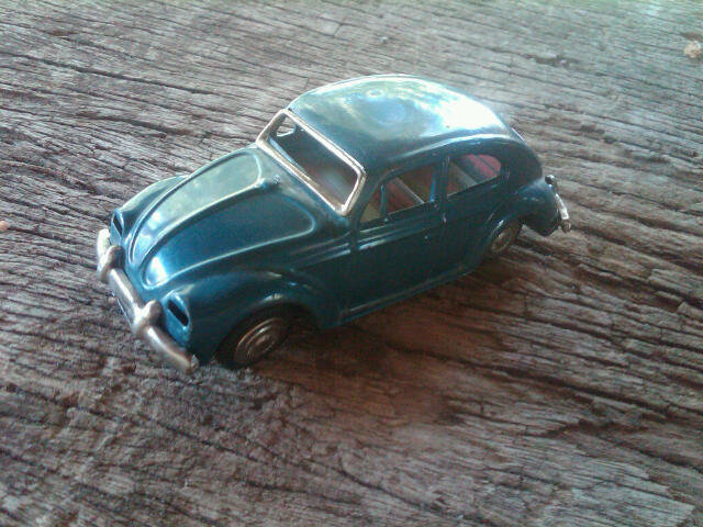 BLUE VOLKSWAGEN BEETLE LOOK TOY CAR VEHICLE