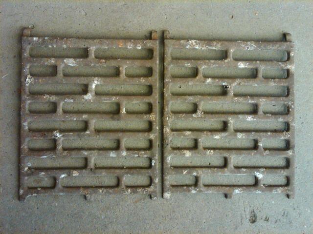 CAST IRON FURNACE HEATER GRATE DECORATIVE METAL TRIVET PLATE