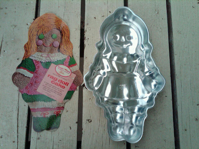 RAG DOLL ALUMINUM CAKE MOLD SUGAR PLUM PARTY PAN WILTON 1971 DESSERT BAKING ACCESSORY