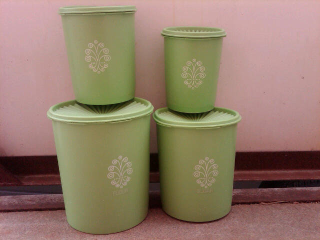 TUPPERWARE DRY GOODS STORAGE CANNISTER GREEN WHITE PLASTIC TUB NESTING STYLE CONTAINER UTENSIL