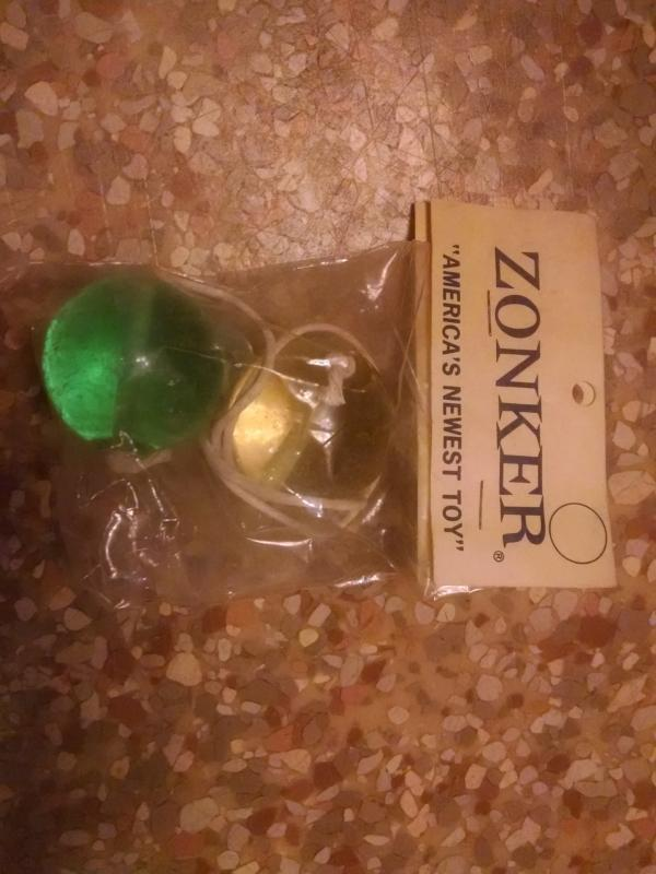 zonker retro era ball & string clanger 1970's skill toy yellow green tone plastic acrylic original store package instruction flyer card