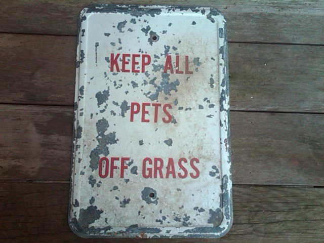 KEEP ALL PETS OFF GRASS  LAWN GARDEN LANDSCAPE SIGN DORM ROOM DOOR DECORATION GARAGE SHOP WALL ORNAMENT GALVANIZED STEEL GROUNDS MANAGER ACCESORY