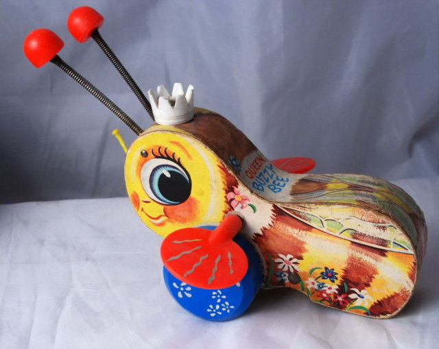 Vintage Fisher Price wooden QUEEN BUZZY BEE pull toy  # 444