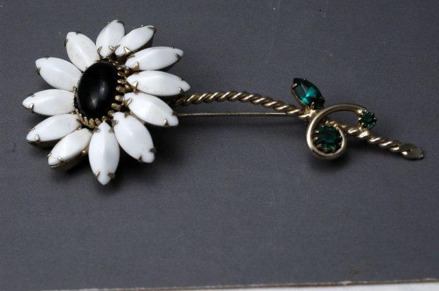 Large Vintage Black Centered White Daisy  Brooch