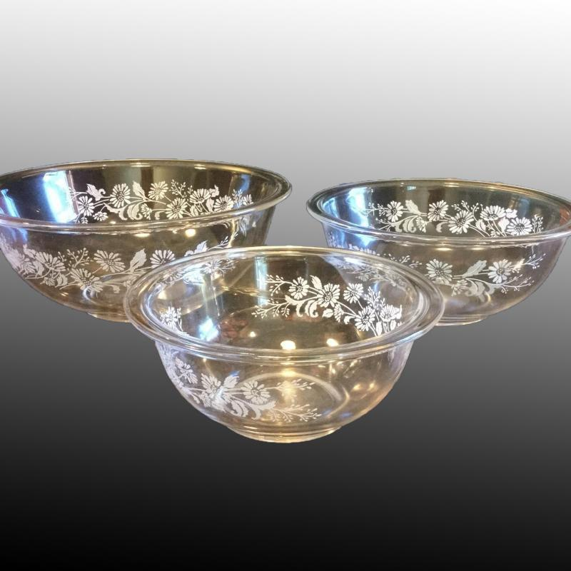 Set of 3 Clear Pyrex Nested Mixing Bowls with White Daisy Pattern Colonial Mist # 322 323 325 1970's Pyrex Nesting